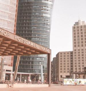 Potsdamer Platz in Berlin mit Beisheim Center und Bahnhof