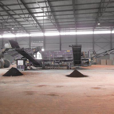Halle mit Anlage zur Dekontamination von Böden beim BTB Recyclinghof Berlin